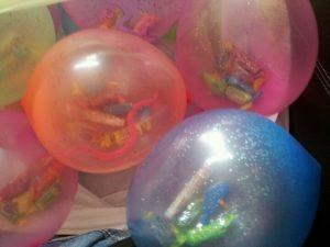 balony z cukierkami