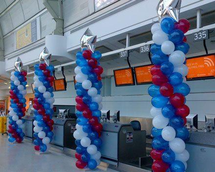 kolumny świąteczne z balonów